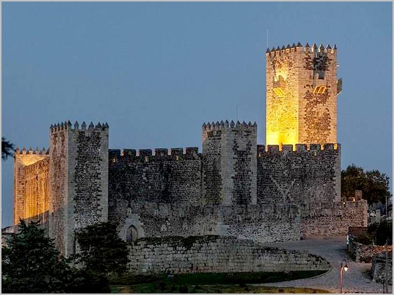 Castelo das Cinco Quinas do Sabugal - capeiaarraiana.pt