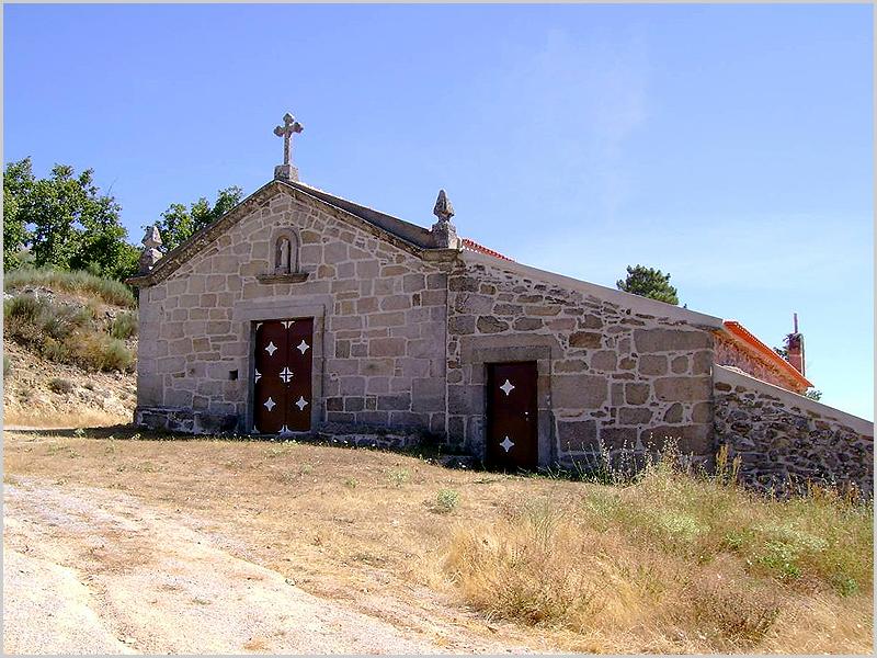 Capela da Senhora das Preces no cabeço de Caria Talaia na Ruvina
