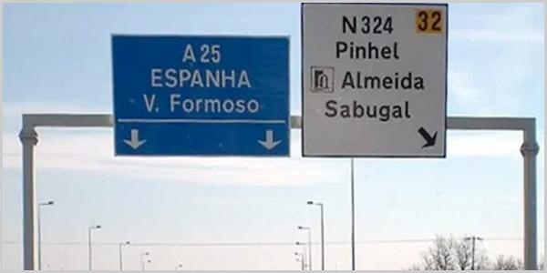 Placa na A23 indicando a saída para o Sabugal
