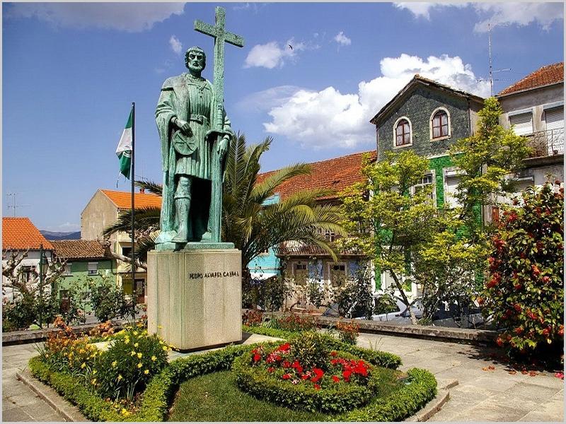 Estátua de Pedro Álvares Cabral em Belmonte sua terra natal