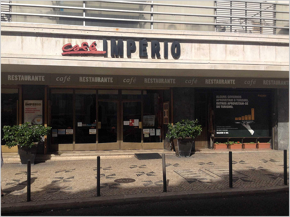Café Império junto à Alameda da Fonte Luminosa em Lisboa
