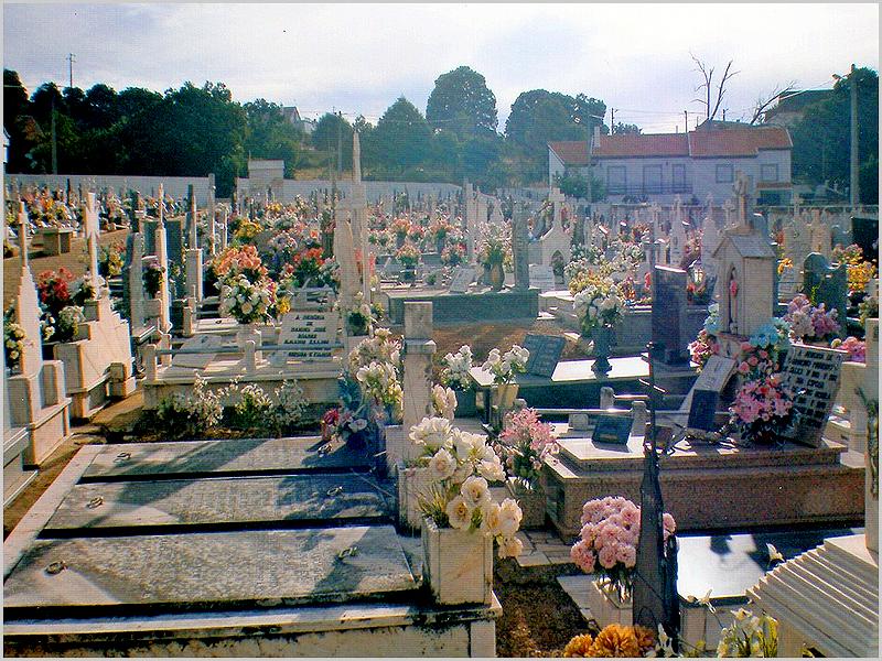 Cemitério de Quadrazais por alturas dos Santos