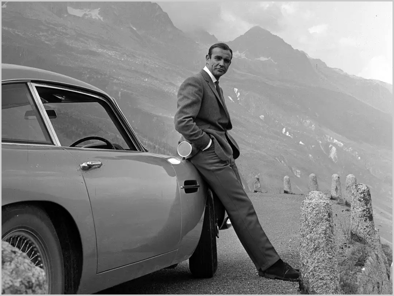James Bond por Sean Connery - capeiaarraiana.pt