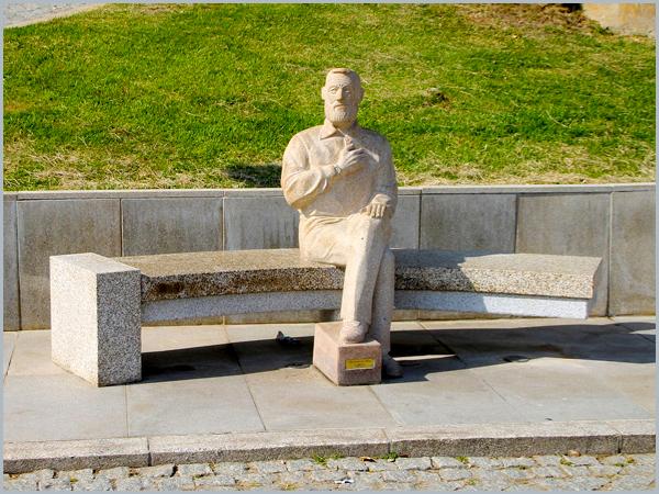 Monumento ao pensador Agostinho da Silva (autor: Eugénio Macedo)