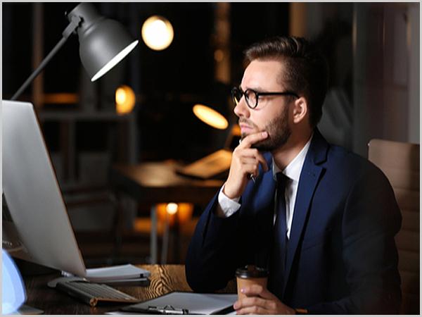 Homens passam mais tempo na internet do que as mulheres