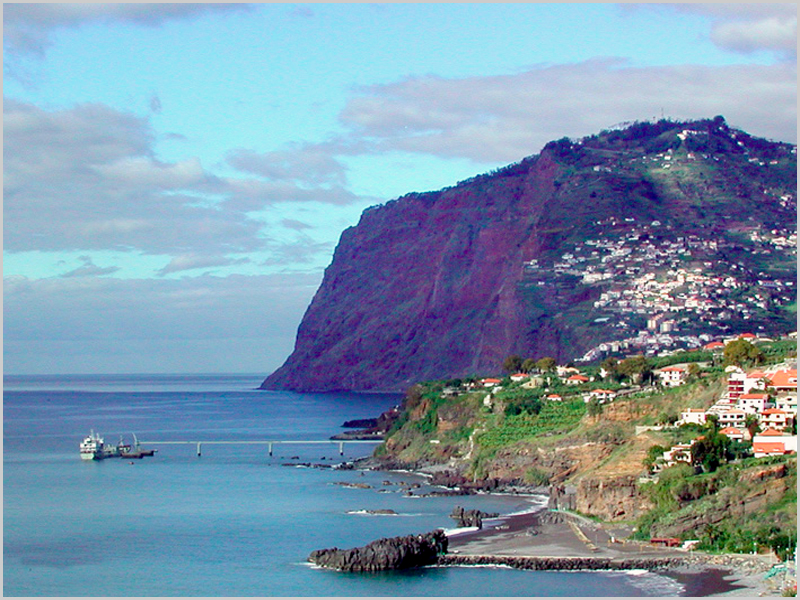 Arriba do Cabo Girão na Ilha da Madeira - capeiaarraiana.pt