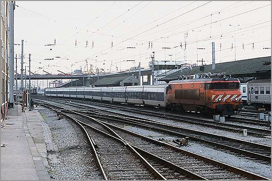 Sud-Express com carruagens Talgo - CP - Capeia Arraiana