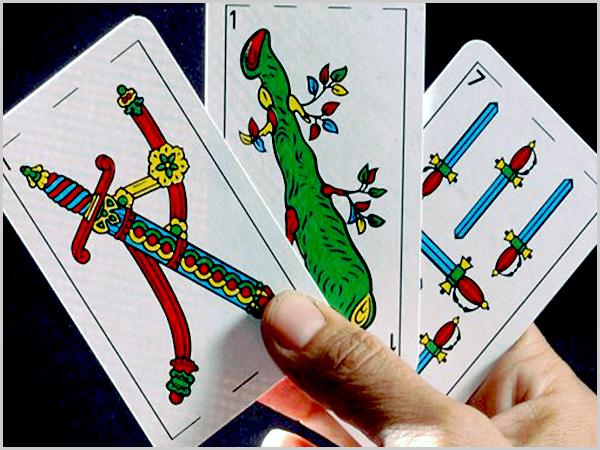 O Envido joga-se com um baralho de cartas espanholas