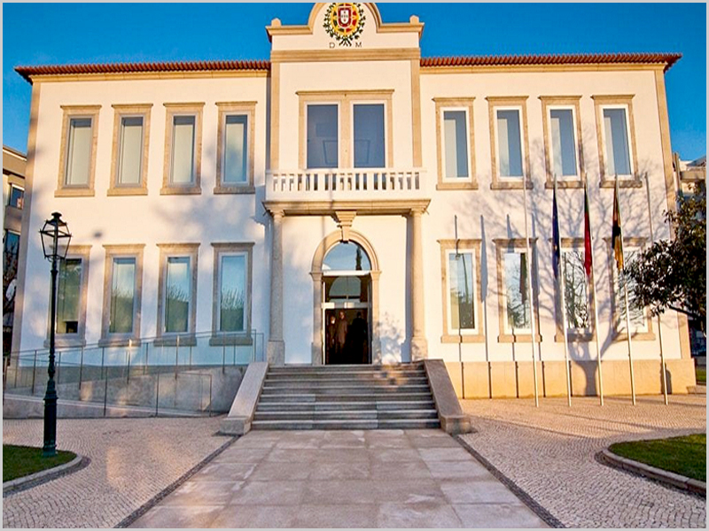 Edifício da Câmara Municipal de Vale de Cambra - capeiaarraiana.pt
