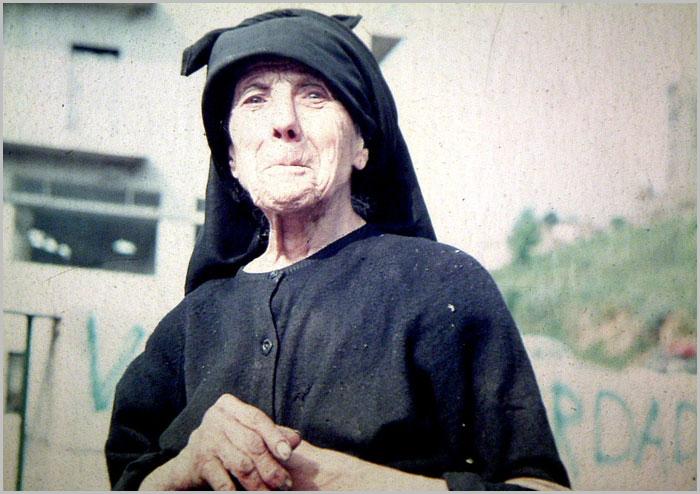Mulher do bairro da ponte no Sabugal