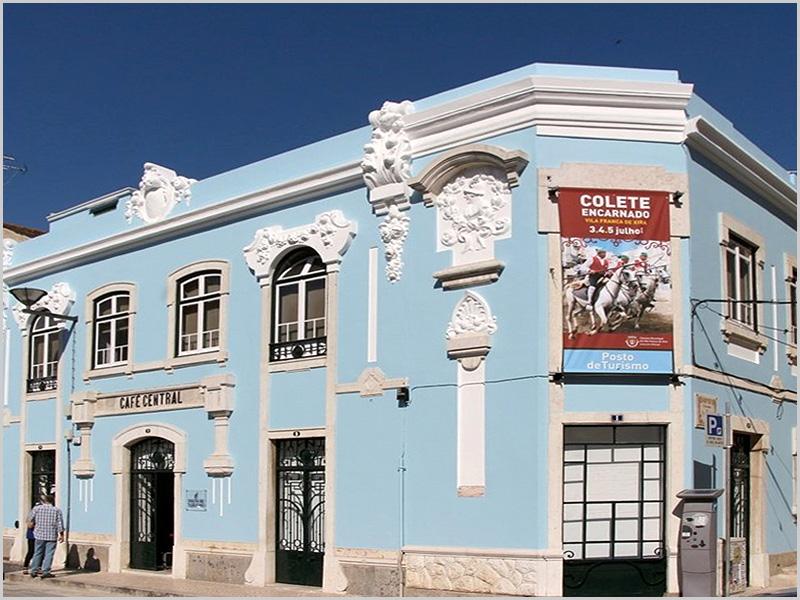 Café Central em Vila Franca de Xira, terra das festas do Colete Encarnada - capeiaarraiana.pt