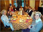 da esquerda para a direita: Pinto da Silva, Carvalho Rodrigues, Anfitrião, Pina Monteiro, Lopes da Silva e respectivas esposas, e ainda Alice e Guilherme