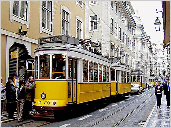 Eléctrico 28 na Baixa de Lisboa