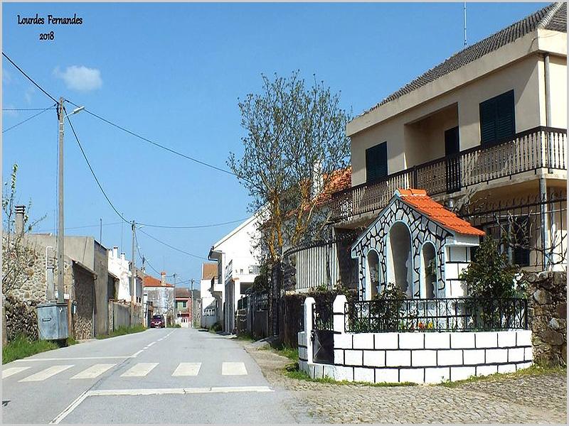 Rua principal da aldeia da Torre no concelho do Sabugal (foto: Lurdes Fernandes)