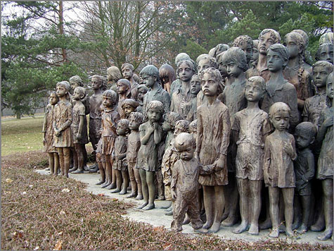 Monumento em memória das crianças vítimas dos nazis em Lídice, na Checoslováquia
