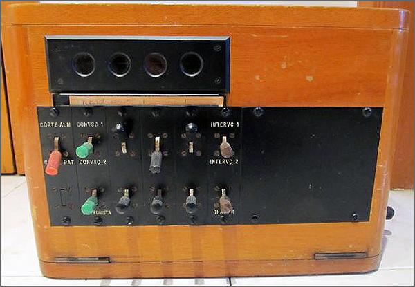 Antigo telefone público