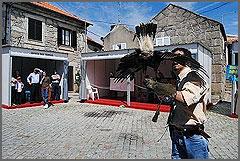 Festa da Caça num largo da aldeia