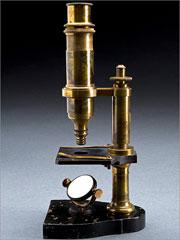 Microscópio do século XIX, semelhante aos utilizados por Câmara Pestana
