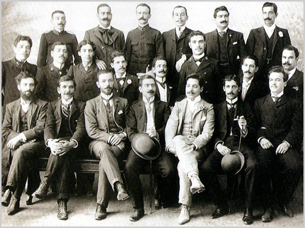 Grupo de casapianos nos começos do século XX, entre os quais se contam médicos, arquitectos, pintores, músicos, agrónomos, oficiais do Exército e da Marinha, etc.