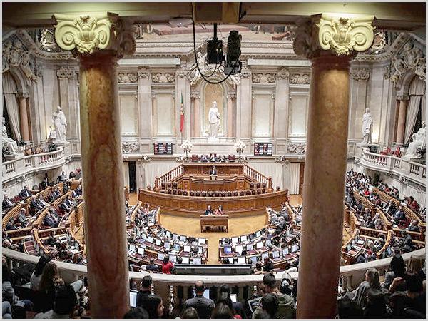 Deputados no Parlamento