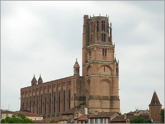 Catedral da cidade de Albi - Sul de França - capeiaarraiana.pt
