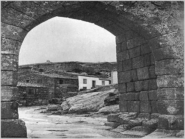 «Porta de Entrada» no Castelo da Aldeia HIstórica de Sortelha