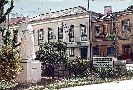 Estátua do Padre Abílio Silva Mendes no Barreiro