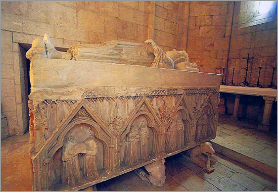 Túmulo de D. Dinis no Mosteiro de São Dinis em Odivelas - Maria Máxima Vaz - Capeia Arraiana