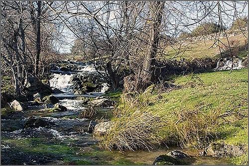 Rio Noémi no seu estado natural (limpo)