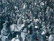 Desfile de tropas no 28 de Maio de 1926; em primeiro plano, o general Gomes da Costa que, a partir de Braga, desencadeou o golpe militar que daria início a uma Ditadura de quase meio século