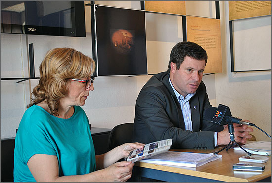 O presidente António Beites com a vereadora Teresa Cruchinho em conferência de imprensa