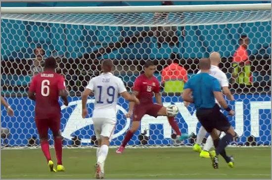 Grande defesa de Ricardo Costa a evitar o golo americano - Capeia Arraiana