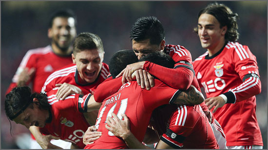 Jogadores do Benfica em momento de festejo