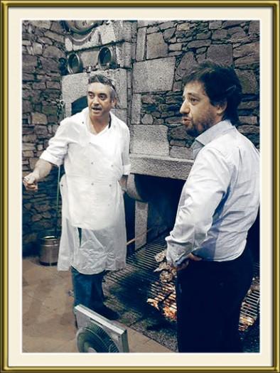 João Carlos Robalo e o ministro Poiares Maduro junto à grelha do Restaurante Robalo - capeiaarraiana.pt