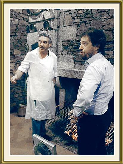 PhotoDestaque - João Carlos Robalo e o ministro Poiares Maduro junto à grelha do Restaurante Robalo - Capeia Arraiana