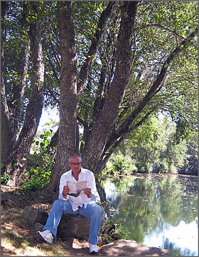 Junto ao rio Côa, sob frondosas sombras