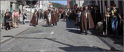 O desfile das confrarias em Fornos