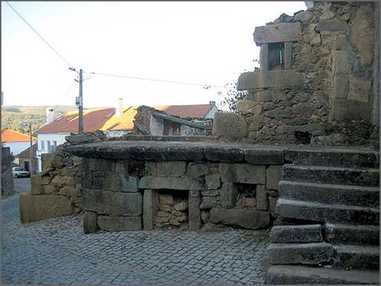 Quadrazais - casa em ruínas