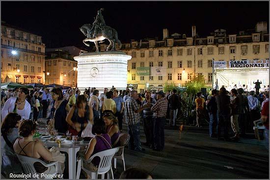 Praça da Figueira volta a receber as casas regionais (foto Rouxinol de Pomares)