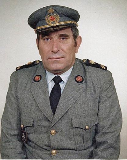 Manuel dos Reis Grilo com a farda de guarda prisional (foto: blogue Terra dos Cães)