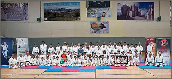 O Pavilhão Municipal de S. Miguel encheu-se de karatecas