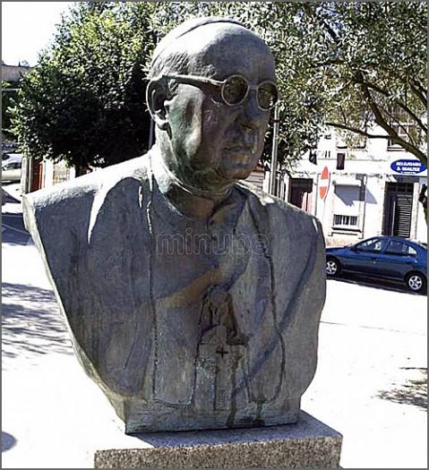 Busto de D. Domingos da Silva Gonçalves, em Guimarães (foto: D.R.)