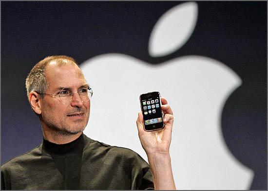 Steve Jobs apresentou o iPhone há 8 anos