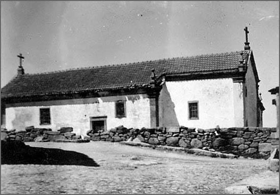 Antiga igreja da Bismula - há 100 anos o regedor tocava o sino para cobrar a côngrua