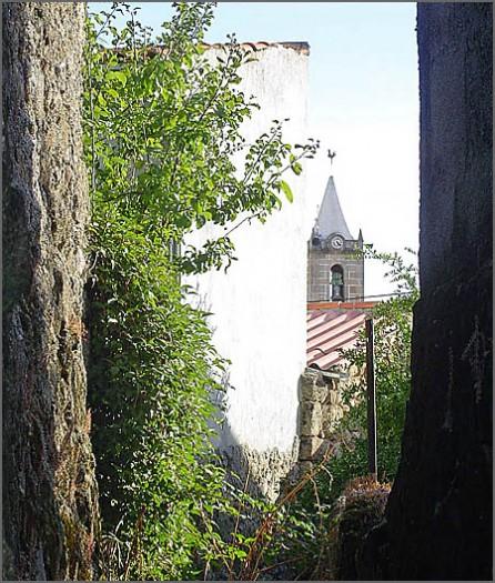 A torre e o sino com o relógio dominavam a vida rural