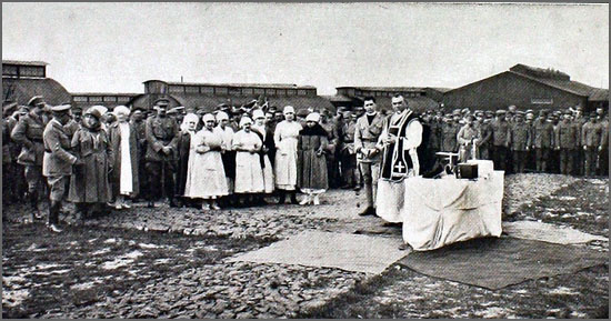 Tropas portuguesas assistem a uma missa campal