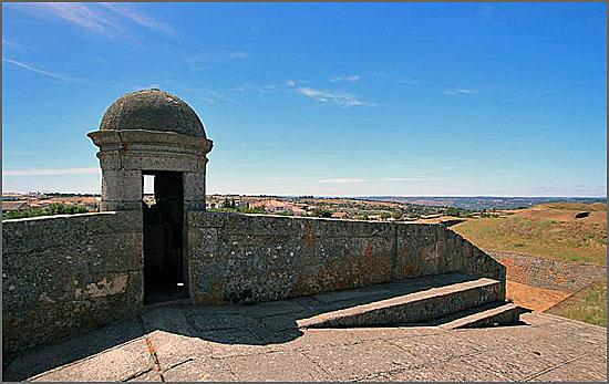 A fortaleza de Almeida foi abandonada pelos militares há 88 anos