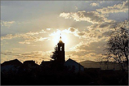 A torre da igreja em contraluz