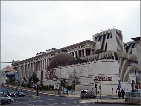 A Caixa Geral de Depósitos foi fundada há 139 anos (na foto a sua imponente sede actual)