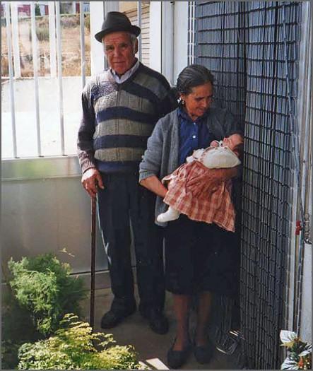 Albino Batista com a mulher Florência (já falecida) e um dos netos